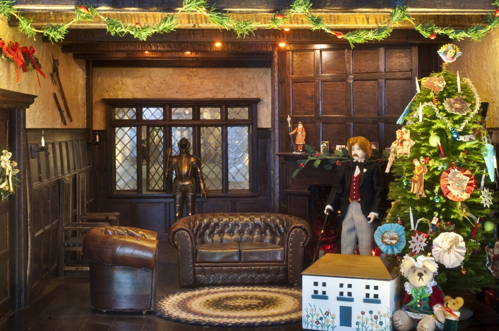 Alderly Manor decorated for Edwardian Christmas
