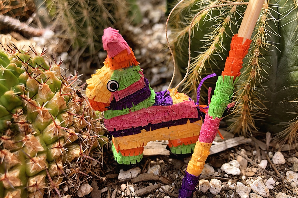 How To Make a Miniature Piñata